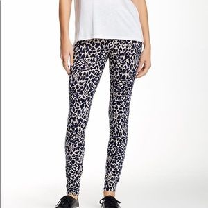 NWT Lily White printed legging.  Size Medium